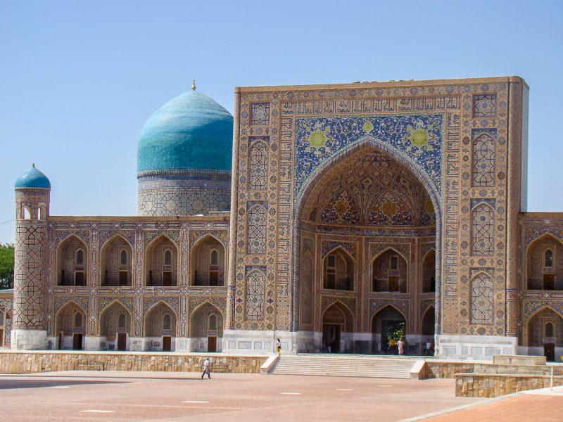 Moskee aan Registan in Samarkand, Oezbekistan