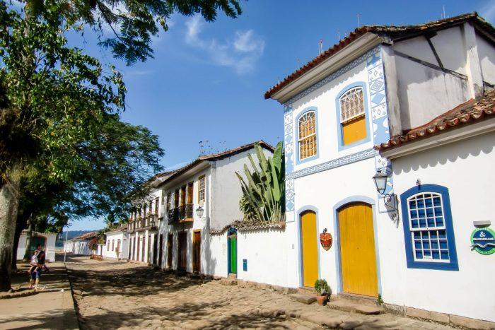 Straatje in koloniaal Paraty, Brazilië