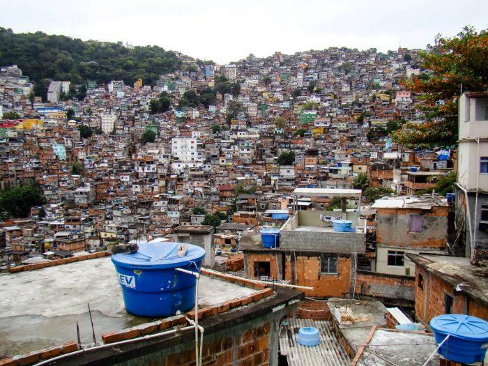 Aanzicht van fevala Rocinha in Rio de Janeiro, Brazilië