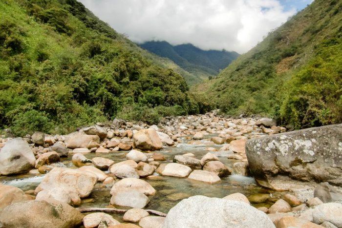 De rivier in de Yungas bij El Choro trail, Bolivia