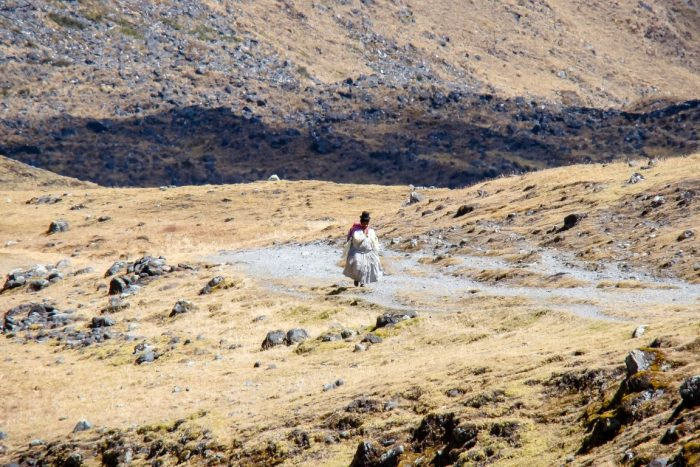 Een Boliviaanse vrouw op El Choro trail, Bolivia