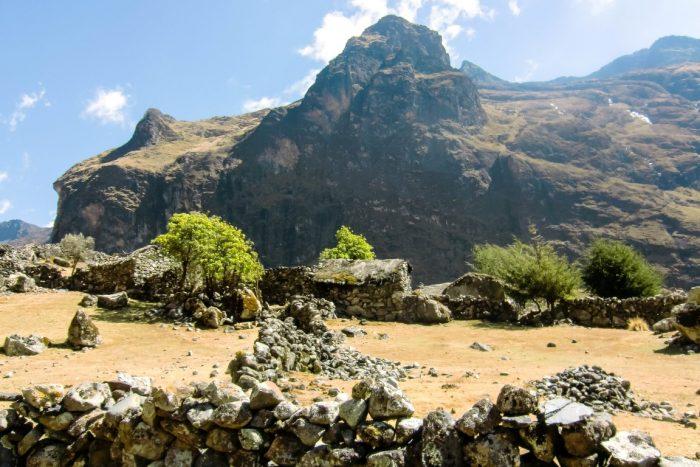 Verlaten dorp op El Choro trail, Bolivia
