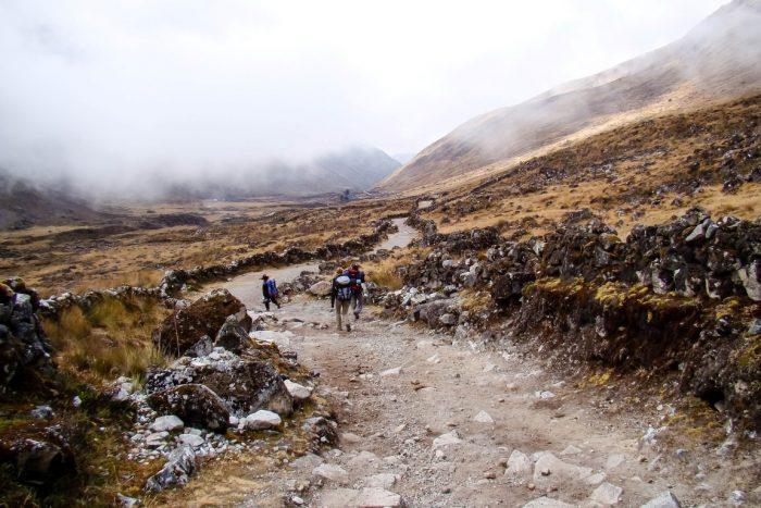 Wolken boven El Choro trail, Bolivia