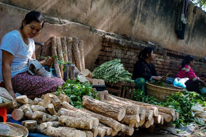 Markt in Nyuang U bij Bagan, Myanmar