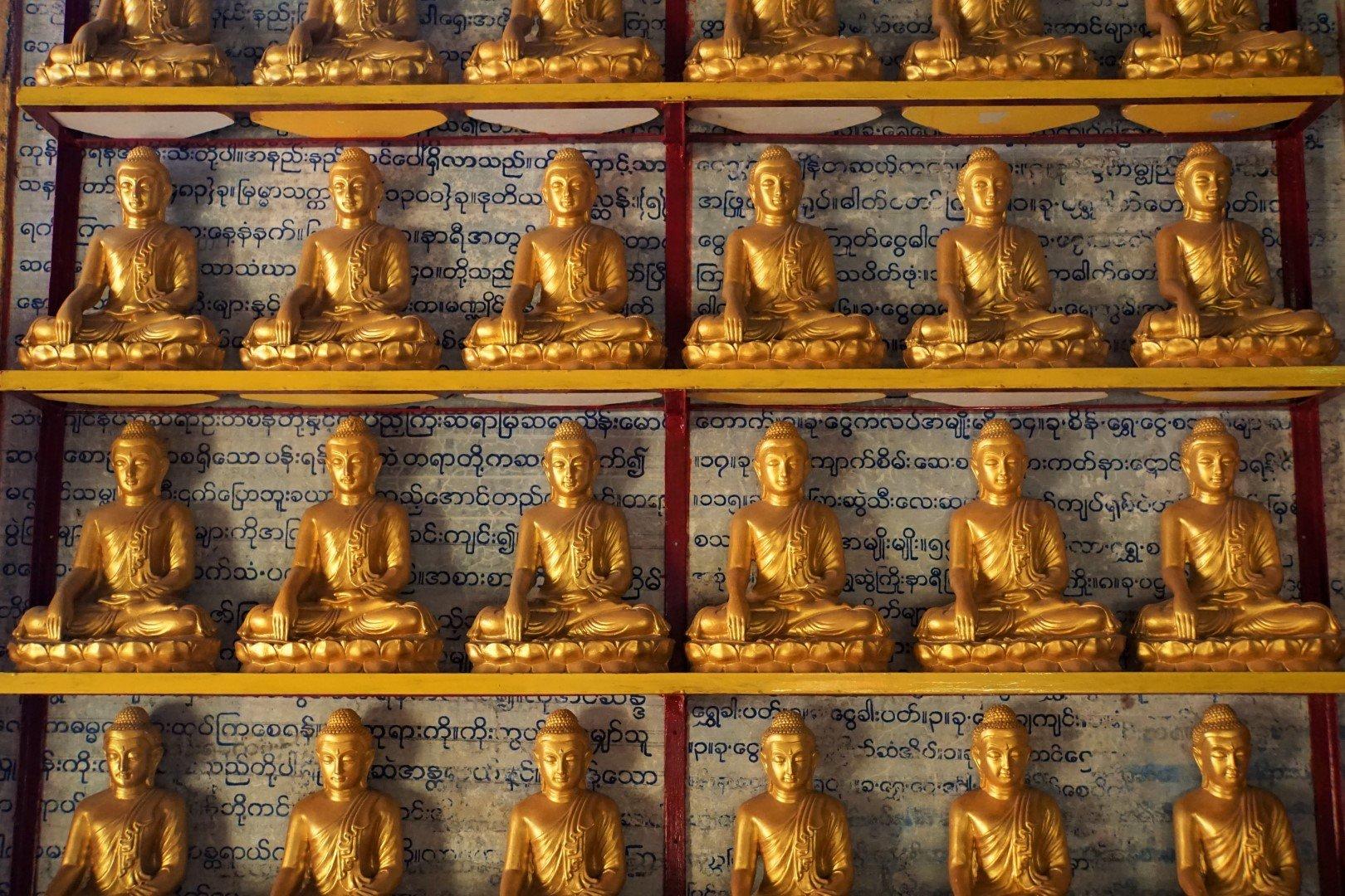 Boeddhabeelden bij Thanboddhay nabij Monywa, Myanmar