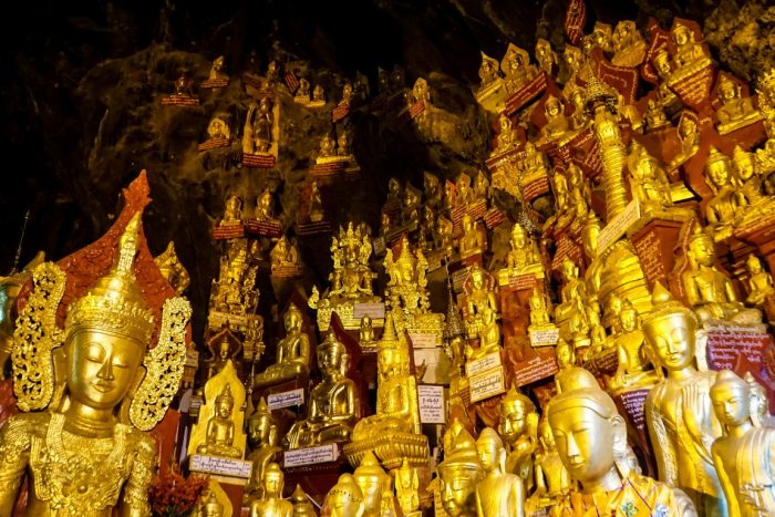 Boeddhabeelden in Shwe Oo Min Cave Pindaya Myanmar
