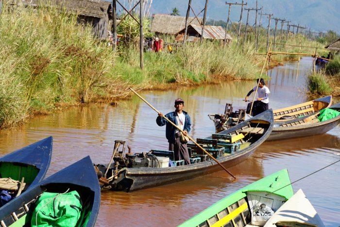 Boot bij trekking naar Inle meer, Myanmar