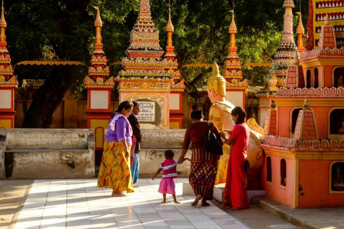 Familie bij Thanboddhay nabij Monywa, Myanmar