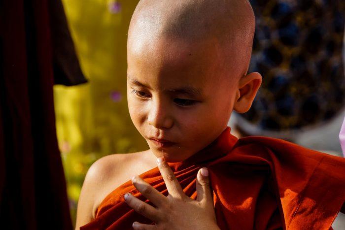 Jonge monnik bij Kyaiktyo Golden Rock, Myanmar
