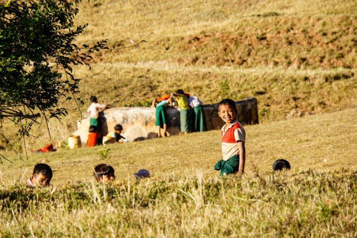 Kinderen bij trekking Kalaw naar Inle, Myanmar
