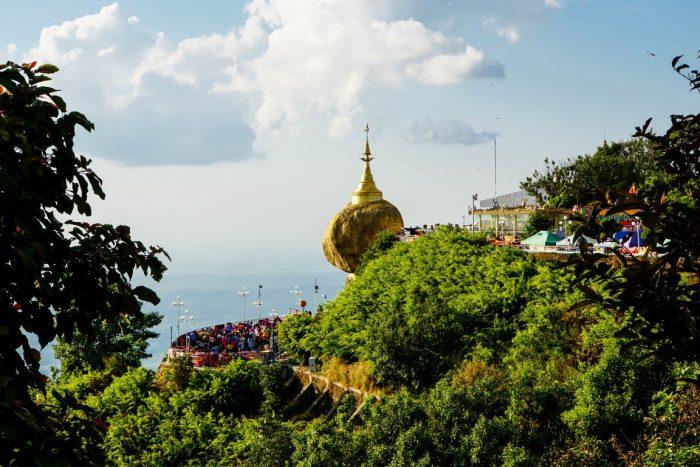 Uitzicht op Kyaiktyo Golden Rock, Myanmar