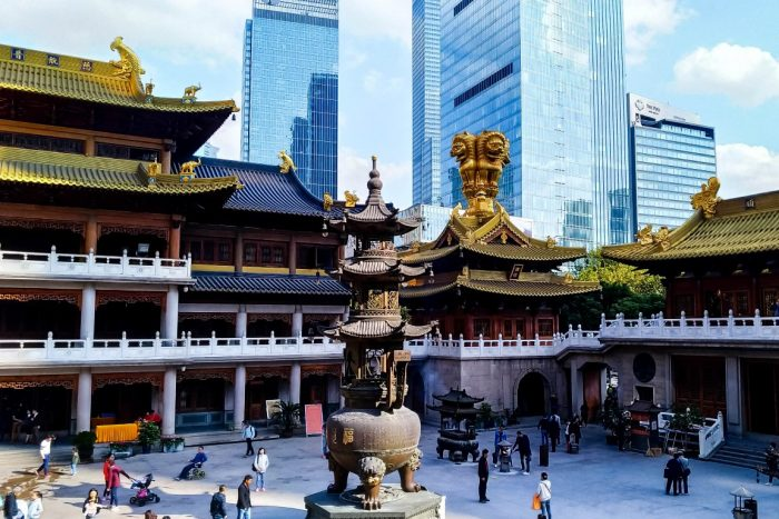 De Jing'an Temple in Shanghai, China