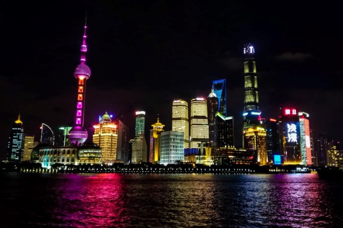 Pudong skyline vanaf The Bund in Shanghai, China