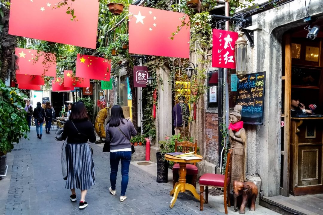 Straatje in Tianzifang in de French Concession in Shanghai, China