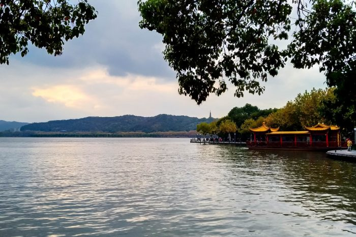 Uitzicht op West Lake in Hangzhou, China
