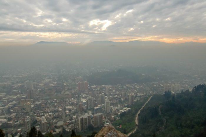 Mist op Cerro San Cristobal in Santiago de Chile, Chili