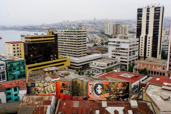 Street art met uitzicht over Valparaiso, Chili
