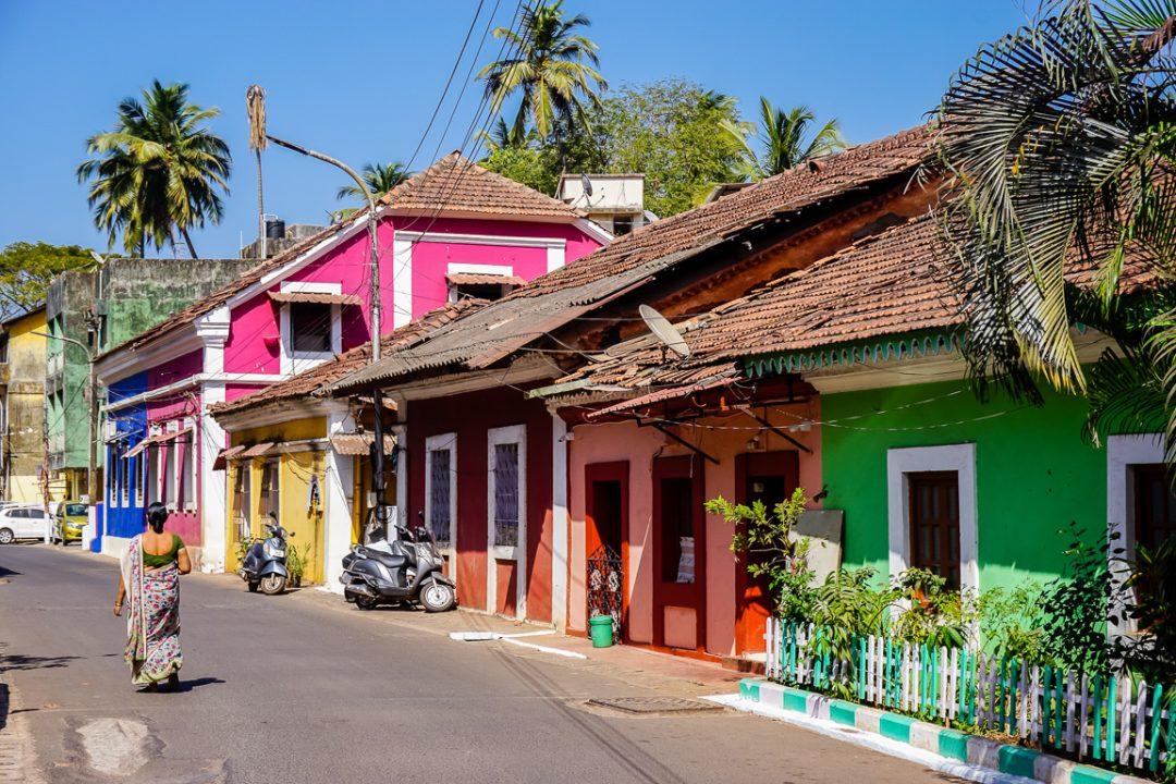 Kleurige huizen in Panaji in Goa, India