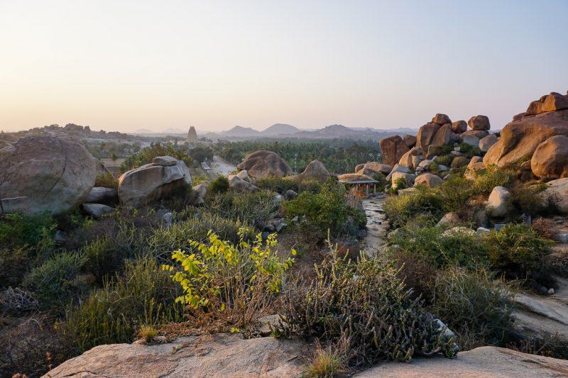 Uitzicht over de omgeving van Hampi, India