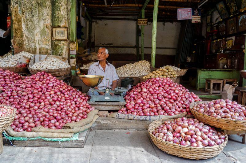 Verkoper op de markt van Mysore, India