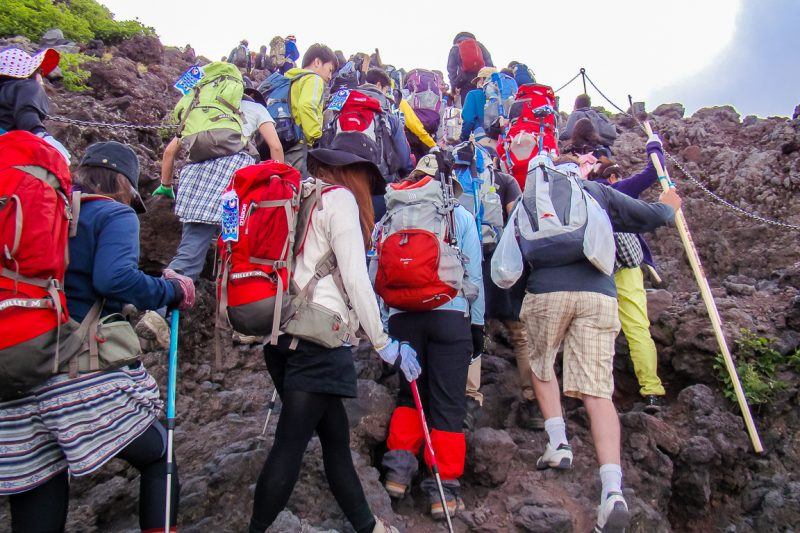 Drukte op Mount Fuji Fujisan, Japan
