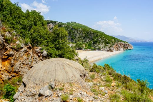 Bunker bij Gjipe beach, Albanië