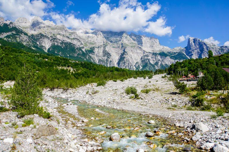 De machtige Albanese Alpen in Albanië