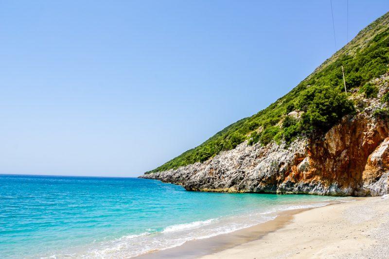Een van de stranden op Gjipe beach, Albanië