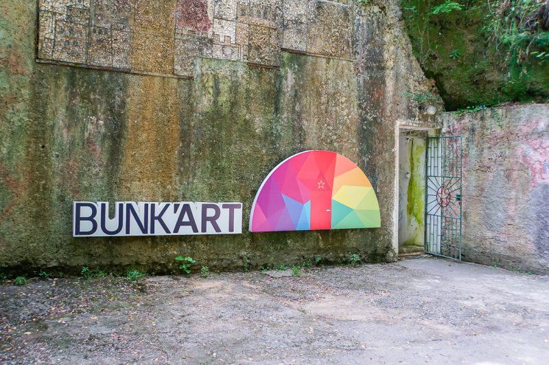 Entree van Bunk'Art in Tirana, Albanië