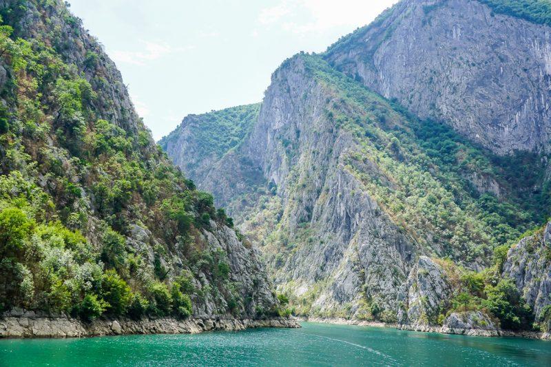 Het meer van Koman in de Albanese Alpen, Albanië