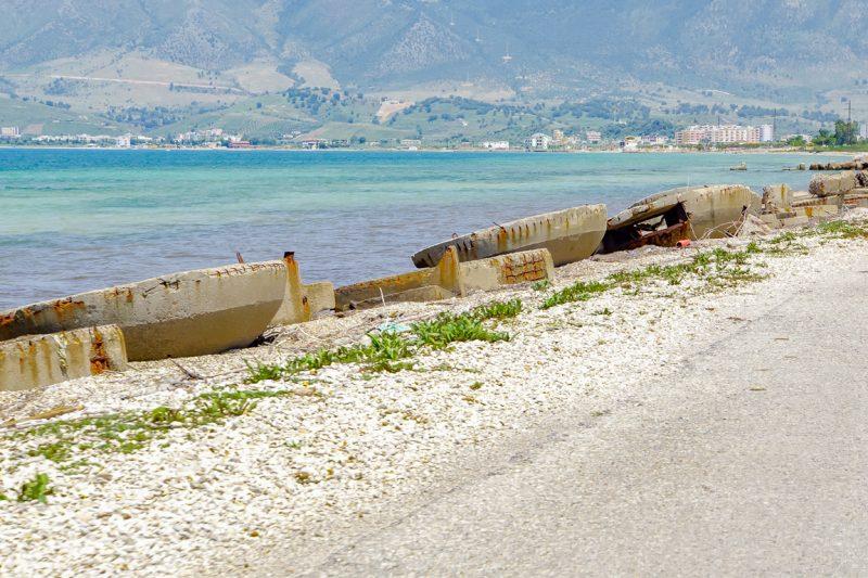 Oude bunkertjes bij Orikum in Albanië