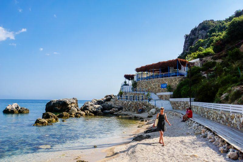 Restaurant Osteria op het strand van Livadh Beach in Albanië