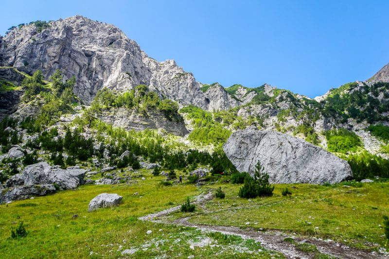 Tussenstop op de wandeling tussen Valbona en Theth, Albanië