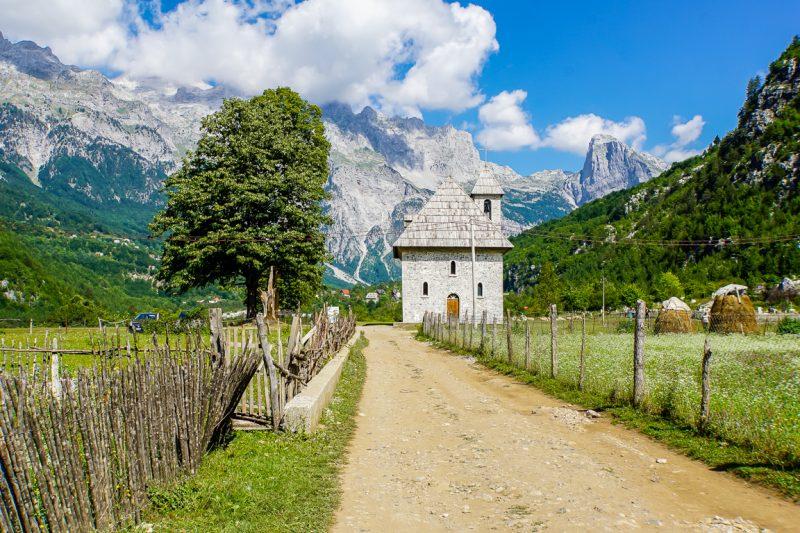 Wandelen door de Albanese alpen van Valbona naar Theth