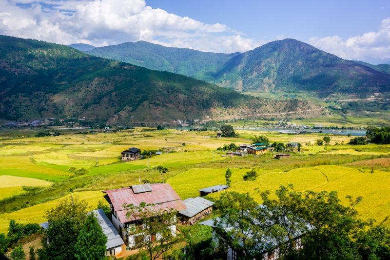 Boerderijen in groene vallein in Bhutan