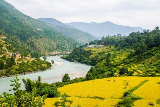 Groene valleien en wilde rivieren in Bhutan