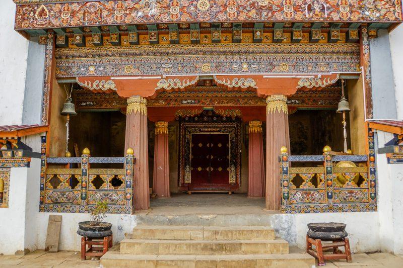 Ingang van de Gangtey Goempa, Bhutan