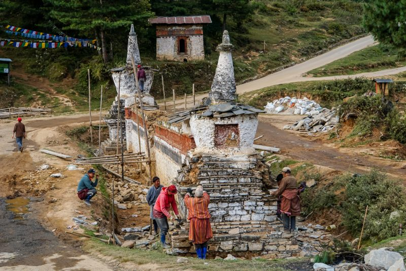 Mensen aan het werk in Phobjikha Valley, Bhutan