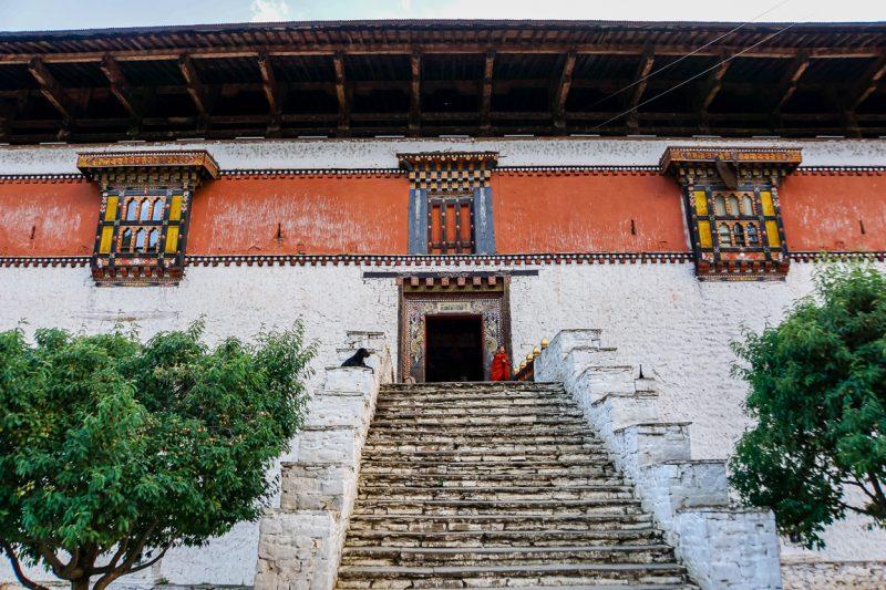 Trappen naar de ingang van Paro Dzong, Bhutan