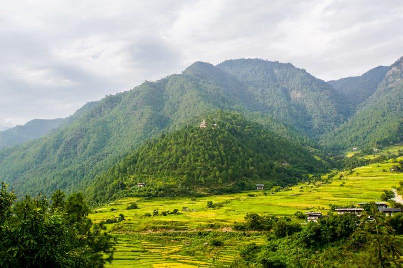 Uitzicht op de Khamsum Yulley Namgyel Chorten, Bhutan