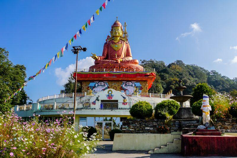 Beeld van Padmasambhava in Samdruptse nabij Namchi in Sikkim, India