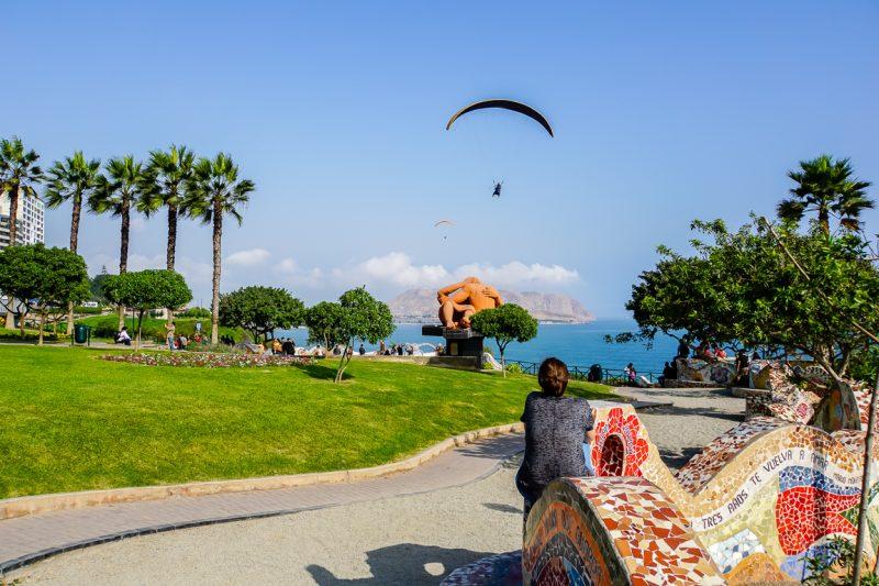 Boulevard en park aan de kust van Lima, Peru