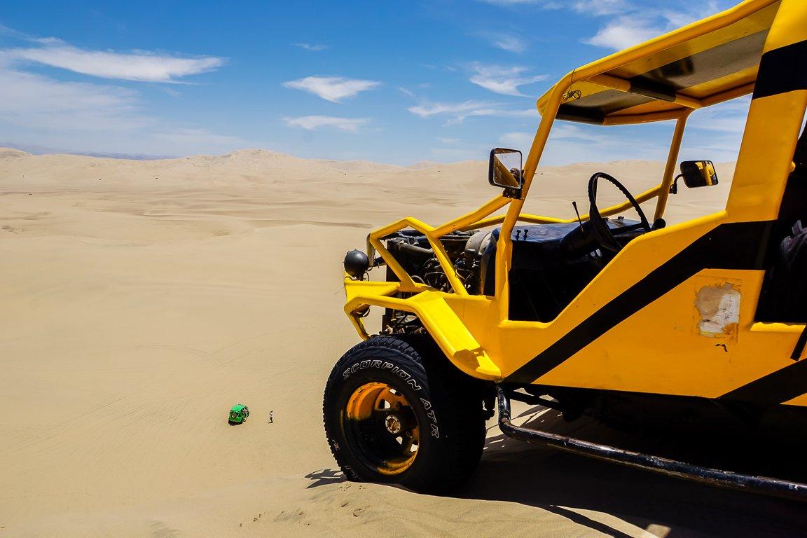 Buggy op zandduin in Huacachina bij Ica, Peru