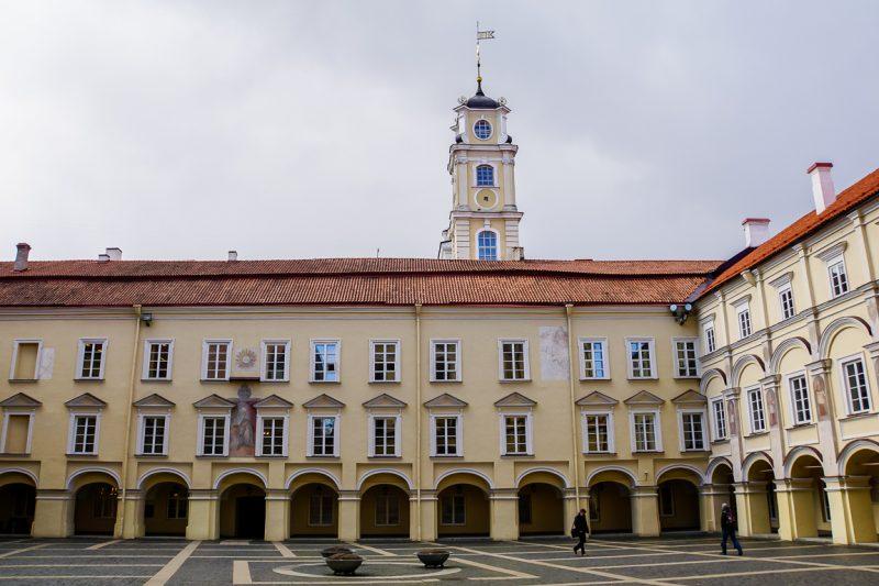 De binnenplaats van de universiteit van Vilnius, Litouwen