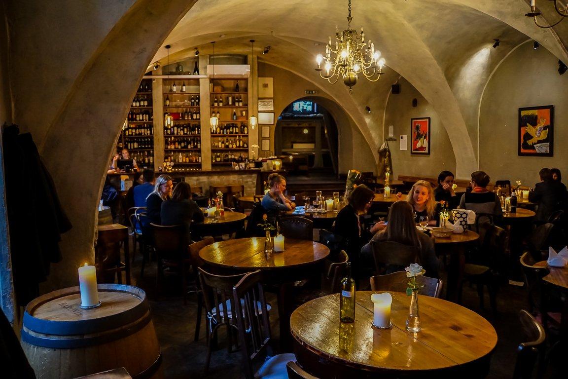 De kelder van restaurant La Boheme in Vilnius, Litouwen