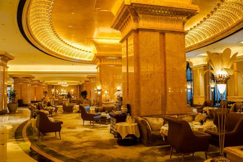 De salon van het Emirates Palace Hotel in Abu Dhabi, VAE