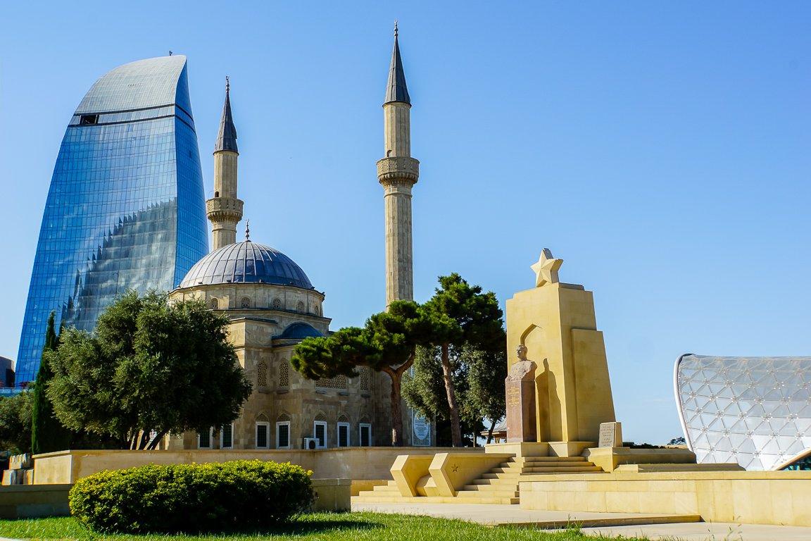 Flame Towers, moskee en monument in Baku, Azerbeidzjan
