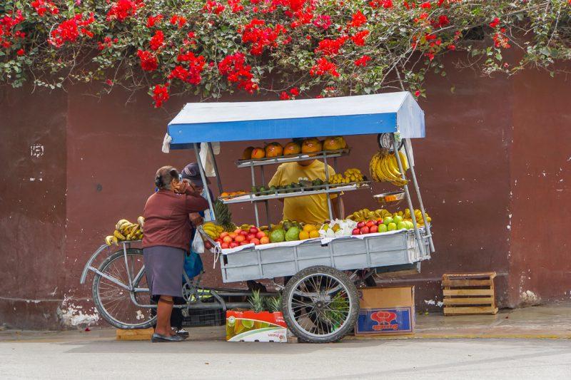 Fruitstalletje in Miraflores in Lima, Peru