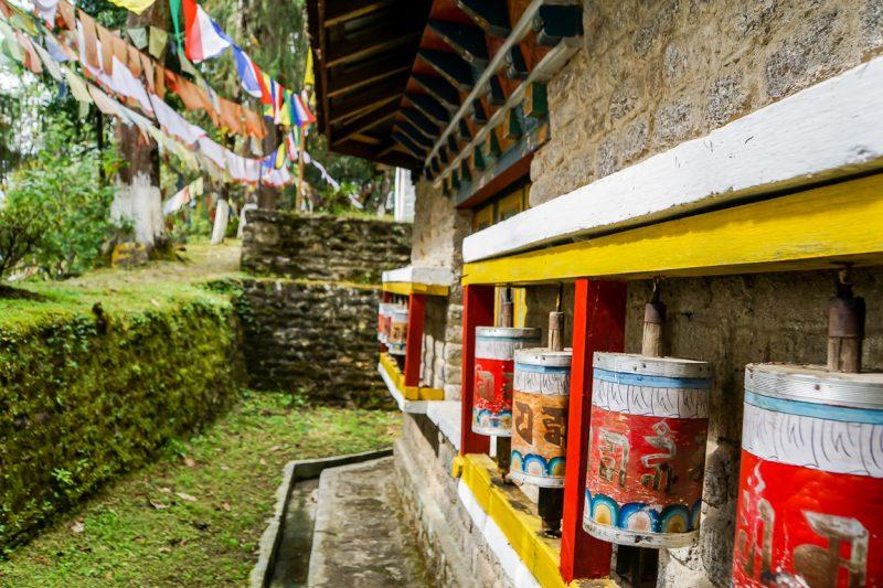 Gebedsmolens op Norbugang Coronation Throne in Yuksom in Sikkim, Indi