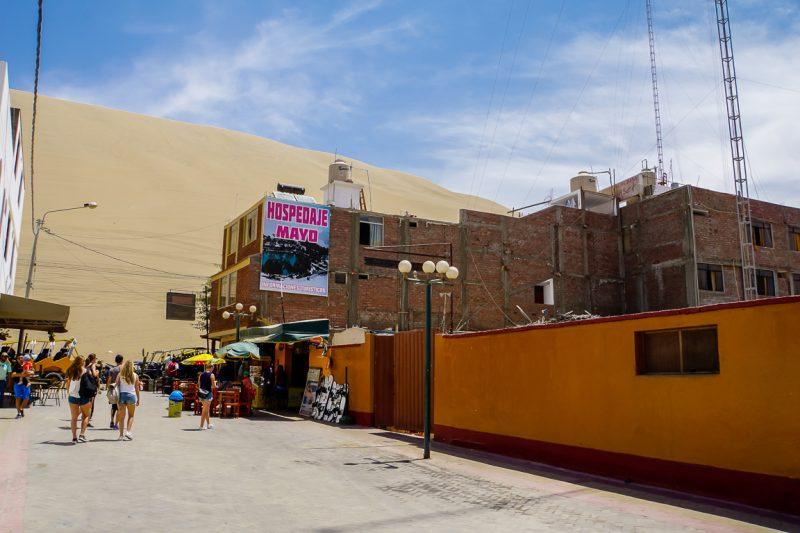 Hotel bij zandduin in Huacachina bij Ica, Peru